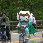バンダイ自転車に乗る